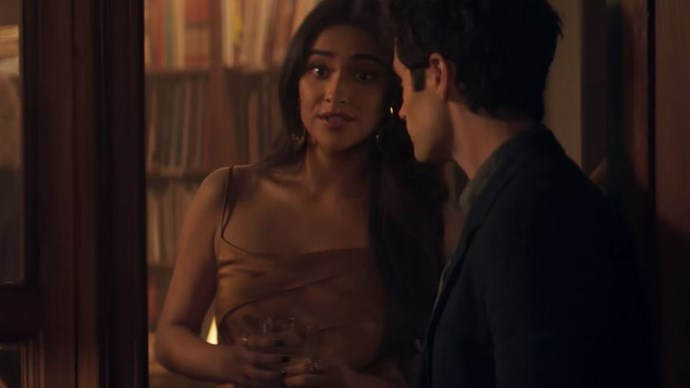 And here's Peach Salinger (Shay Mitchell) getting all the weird vibes from Dan. We mean Joe.