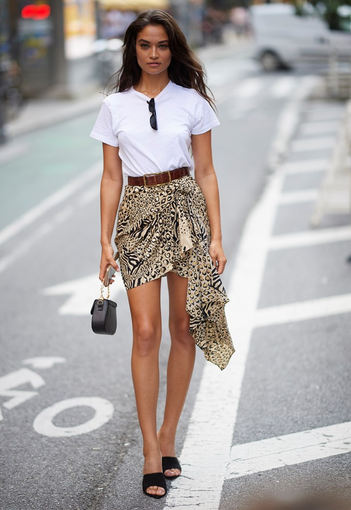Cosmo cover girl Shanina Shaik werking that pavement. Sidenote, THAT SKIRT THO!