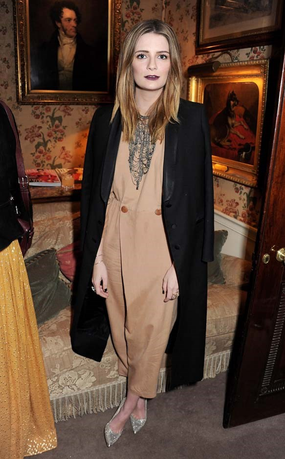 Actually living for this beige jumpsuit pared back with a bold lippy. Good one Mischa.