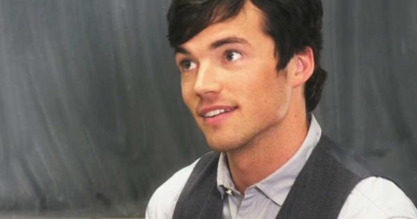 Pll Ezra