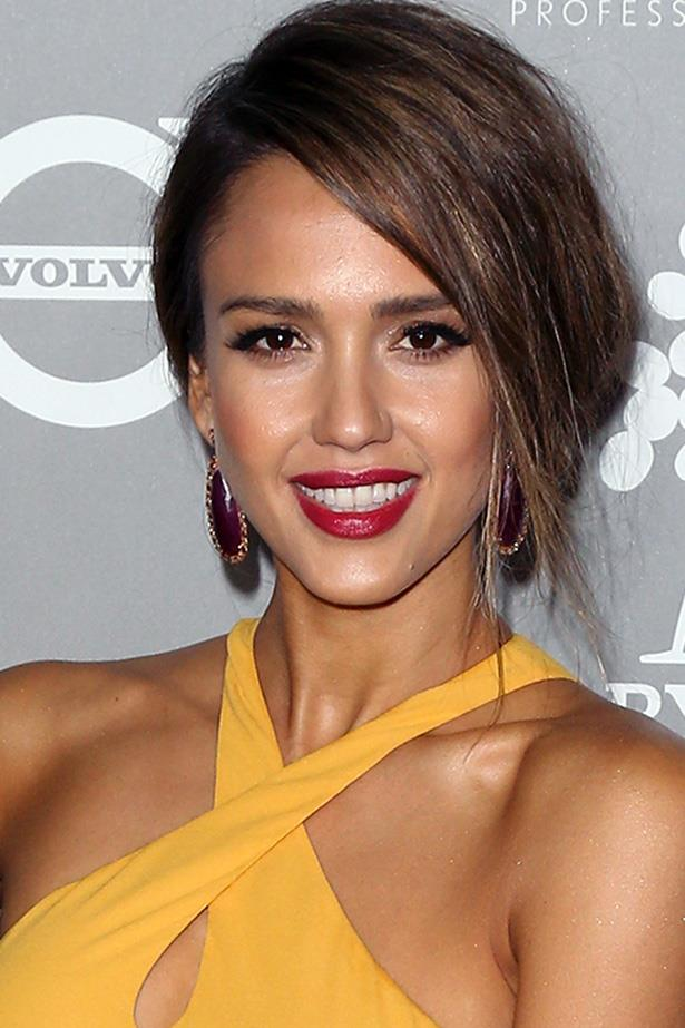 """**Make your brows a shade lighter**  We're not the only ones turning to Alba for beauty know-how. Celeb hair stylist Jen Atkin just told Allure that Alba's brow trick is a beauty secret she's stuck by for years.   *""""Jessica Alba taught me to use a brow pencil that's a shade lighter than my actual brows so I don't look like Oscar the Grouch.""""*"""