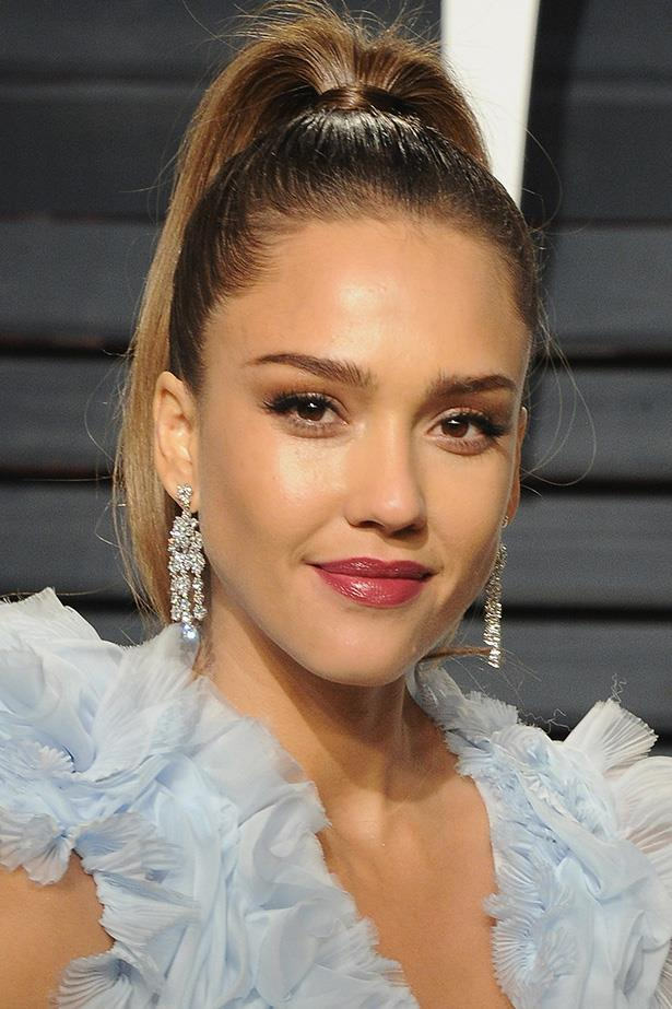 """**Do bother with a skin brush**  Speaking to *[POPSUGAR](https://www.popsugar.com.au/beauty/Jessica-Alba-Hair-Beauty-Secrets-2016-42867837#photo-42867847
