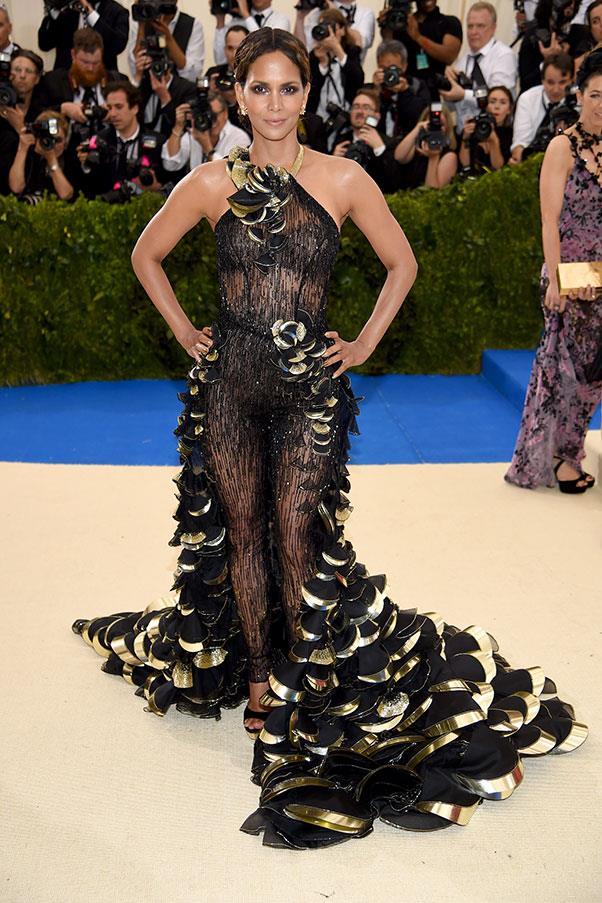 Halle Berry in Atelier Versace.