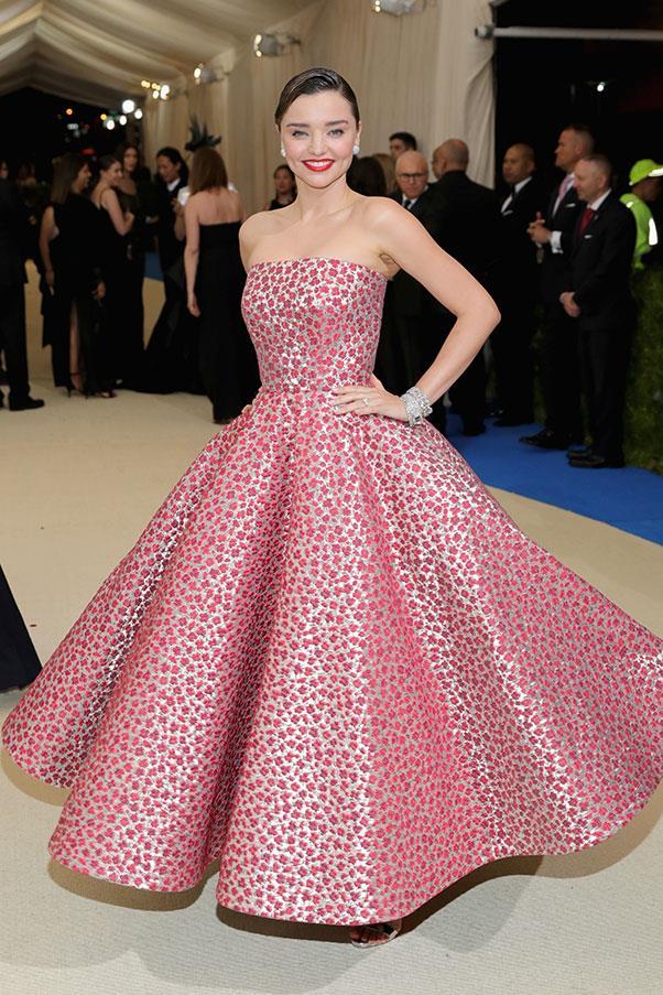 Miranda Kerr in Oscar de la Renta.