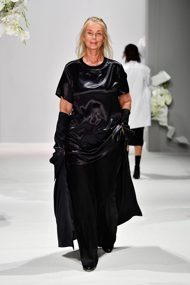 """**Who:** Yvonne Tozzi <p> **Age:** 58 <p> **Occupation:** Stylist and blogger for over 50's at [Fiftyshafesofoldage.me](https://fiftyshadesofoldage.me/2015/02/27/about-me-3/ target=""""_blank"""" rel=""""nofollow"""") <p> **Follow:** [@yvonnevanhoorntozzi](https://www.instagram.com/yvonnevanhoorntozzi/ target=""""_blank"""" rel=""""nofollow"""")"""