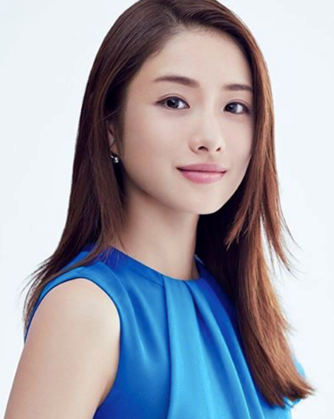 **NO.5 SATOMI ISHIHARA**  Japanese actress Satomi Ishihara is in 5th place with her super straight brows.