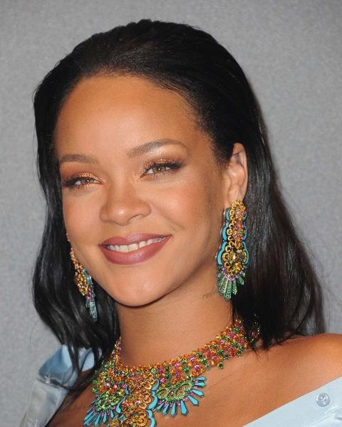**NO.10 RIHANNA**  Surprisingly fair, but no less perfect, Rihanna's brows are au naturel.