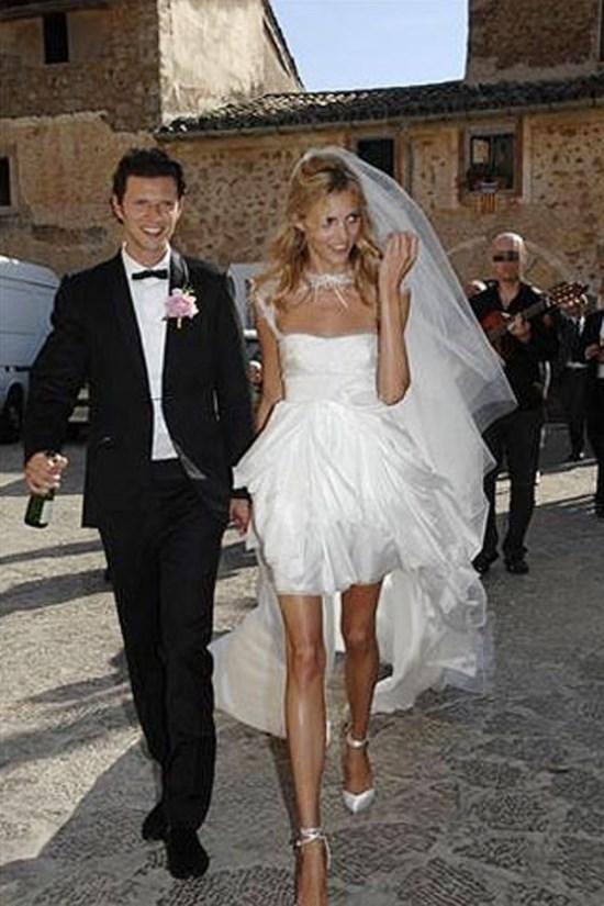 **Anja Rubik** <br><br> Married: Saša Knežević <br><br> Wearing: Emilio Pucci