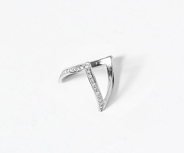 **En Pointe Ring, $2200, [Natasha Schweitzer](http://natashaschweitzer.com/product/en-pointe-ring-with-diamonds-18k-white-gold/)** <br> <br> As the daughter of one of Australia's first female jewellery designers, Natasha Schweitzer draws from her upbringing around the jewellery-making process to create classic designs with a modern twist. <br> <br> This pointed-tip ring, available in both yellow and white 18k gold, is perfect for the girl who is after a vintage look in their ring.