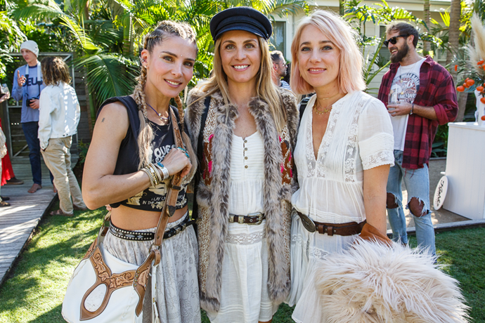 Elsa Pataky with friends