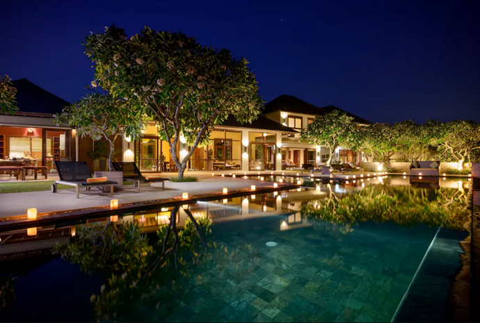 **[Clifftop Luxury Villa, Kuta Selatan](https://www.airbnb.com.au/rooms/16040551?guests=4&adults=4&s=F1VpC0bb), Bali**