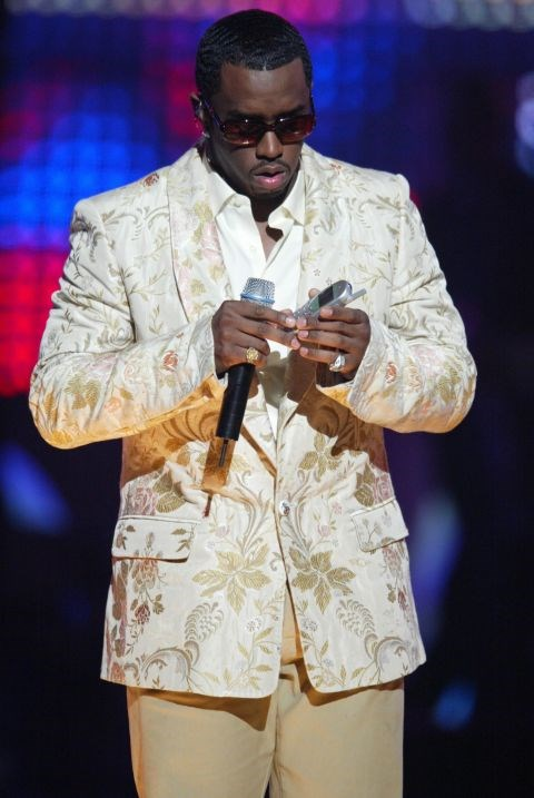 **P. DIDDY**  Puffy popping his battery back in (?) at the European Music Awards.
