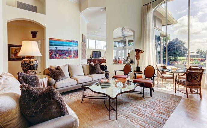 "**FLOOR-TO-CEILING WINDOWS** <BR><BR> *Design by [ML Jacobson Design]( https://deringhall.com/interior-designers/ml-jacobson-design|target=""_blank"").*"