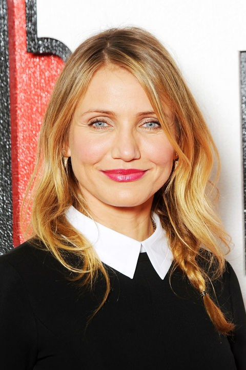 **CAMERON DIAZ** <br><br> Cameron's loose waves and off-centre part play up her face shape.