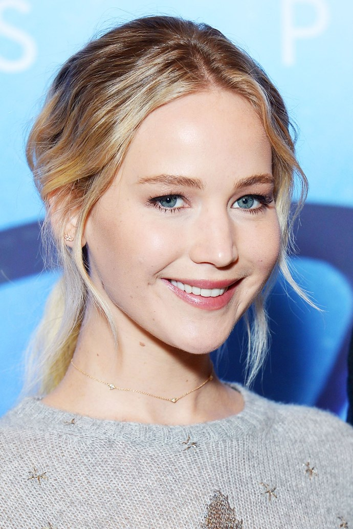 **JENNIFER LAWRENCE** <br><br> Face-framing wisps around the face create a narrowing effect.
