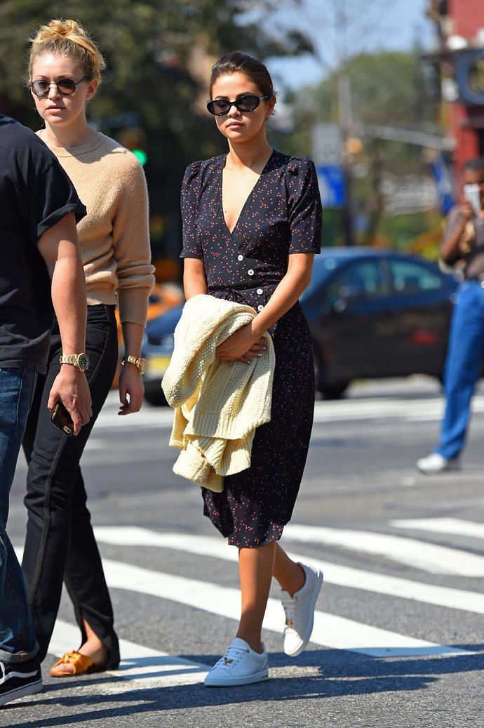 Selena Gomez, in Rouje.