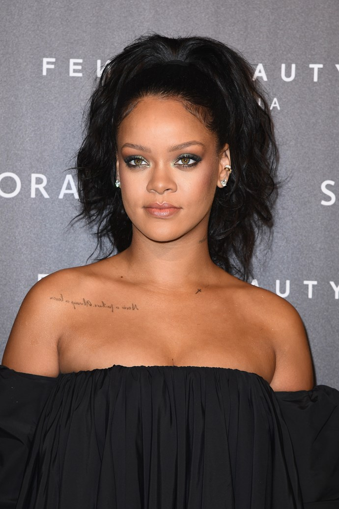 For her beauty look, Rihanna kept things classic with a smoky eye and nude lip.
