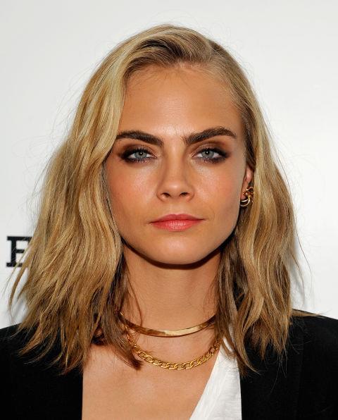 CARA DELEVINGNE WITH A BEACHY LOB