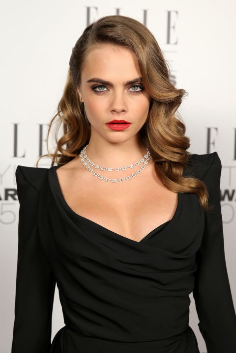 CARA DELEVINGNE WITH GLAM WAVES