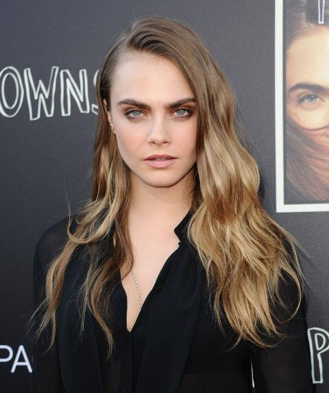 CARA DELEVINGNE WITH LONG BEACHY WAVES