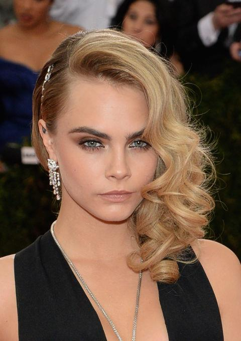 CARA DELEVINGNE WITH A CURLY ASYMMETRIC UPDO