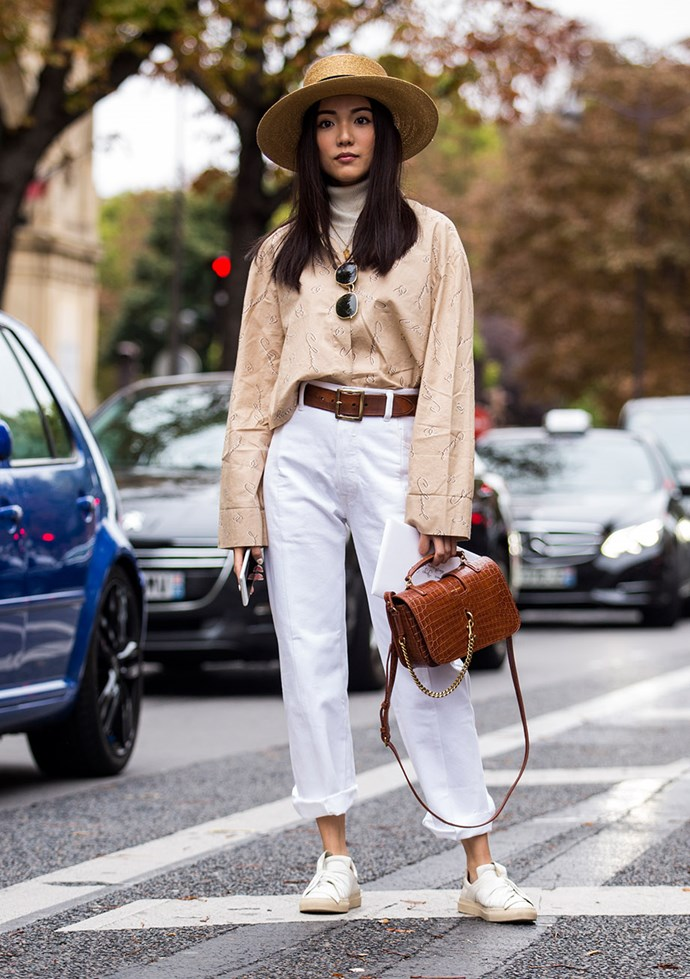 Yoyo Cao, Paris Fashion Week S/S '18 Draw attention to accessories with understated white sneakers and a neutral palette.