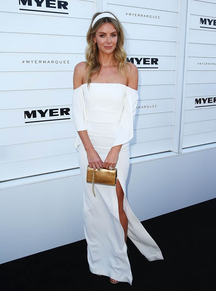 Jennifer Hawkins in a Roland Mouret dress and EZARA/J headpiece at Kennedy Oaks Day.