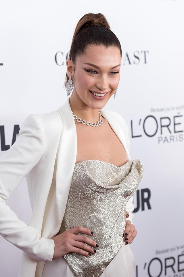 Bella smiling at the 2017 *Glamour* Women of the Year Awards.