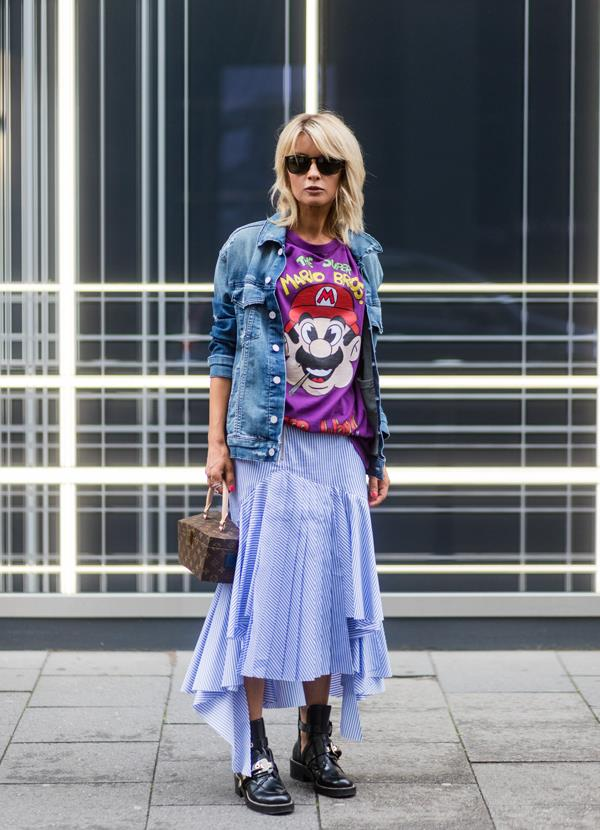 **3. A Graphic Top**