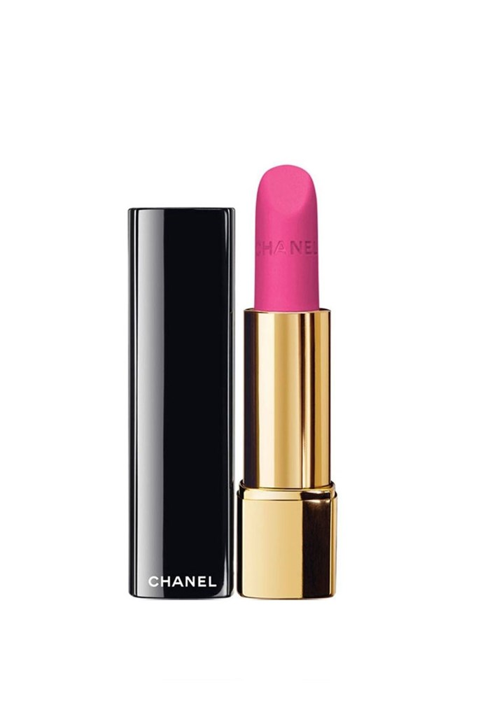 "To keep in line with her ultra-feminine red carpet look, Biel topped off her beauty look with a fuchsia lip <br><br> Chanel Rouge Allure Velvet Luminous Matte Lip Colour in ""La Diva"", $50 at [Nordstrom](https://shop.nordstrom.com/s/chanel-rouge-allure-velvet-luminous-matte-lip-colour/3244589