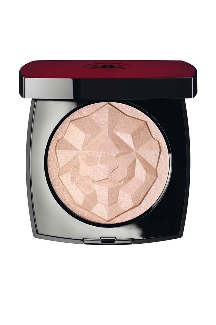 "Sadie's Sink's natural youthful glow was amped up with the help of this gorgeous illuminator. <br><br> **Chanel Le Signe Du Lion Illuminating Powder in ""Or Rose"", POA at [Chanel](https://www.chanel.com/en_AU/fragrance-beauty/makeup/p/complexion/powders/le-signe-du-lion-illuminating-powder-p148810.html#skuid-0148820