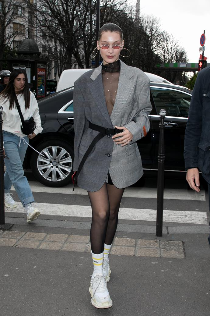 Bella Hadid arrives at the Menswear Fall/Winter 2018-2019 show as part of Paris Fashion Week on January 17, 2018.