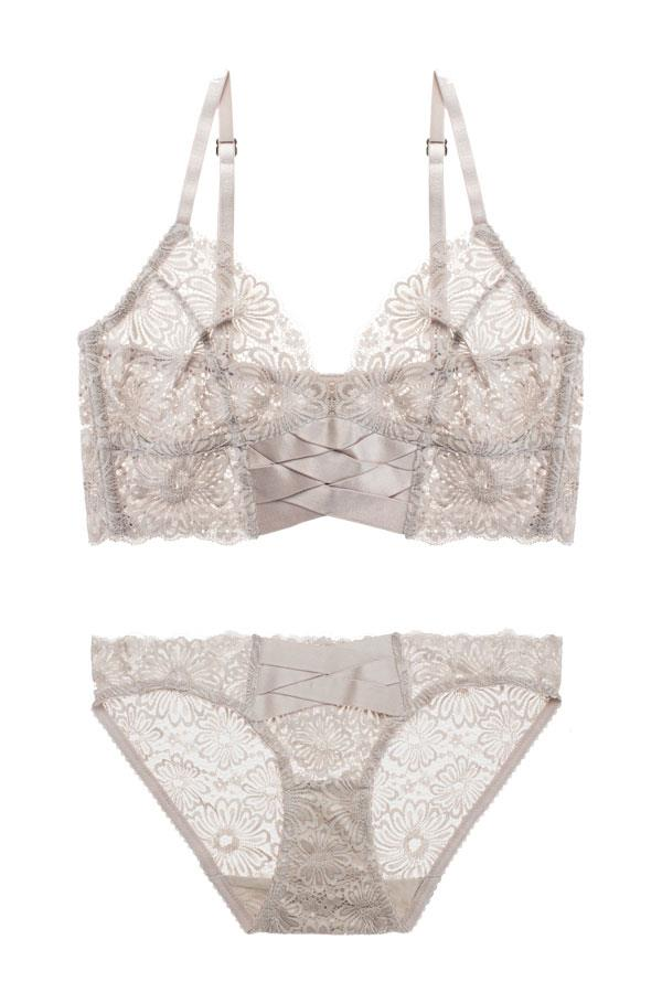 "Lonely Lingerie <br></br> Want quality and effortless cool without compromising on comfort? Then look no further than Lonely. [Bra](https://lonelylabel.com/products/patsy-br14512p?taxon_id=11|target=""_blank""