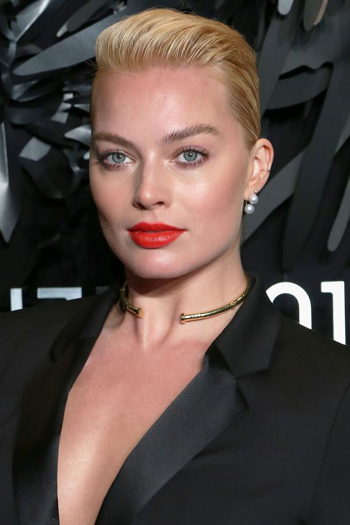 Robbie is giving us serious Sharon Stone vibes in a slicked back coif. Not to mention she rocks a red lip like nobody's business.
