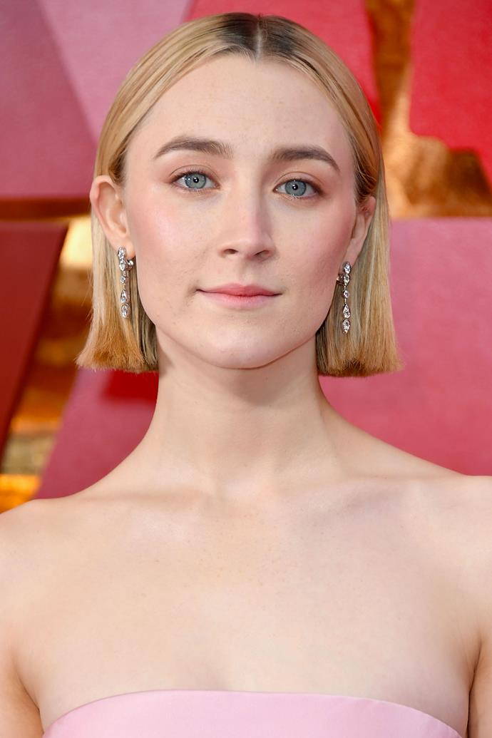 "**Saoirse Ronan** <br> Here, Saoirse Ronan is wearing the triple pink trend we saw on the runway at [VAMFF](https://www.elle.com.au/beauty/triple-pink-runway-beauty-trend-vamff-15935|target=""_blank"")."