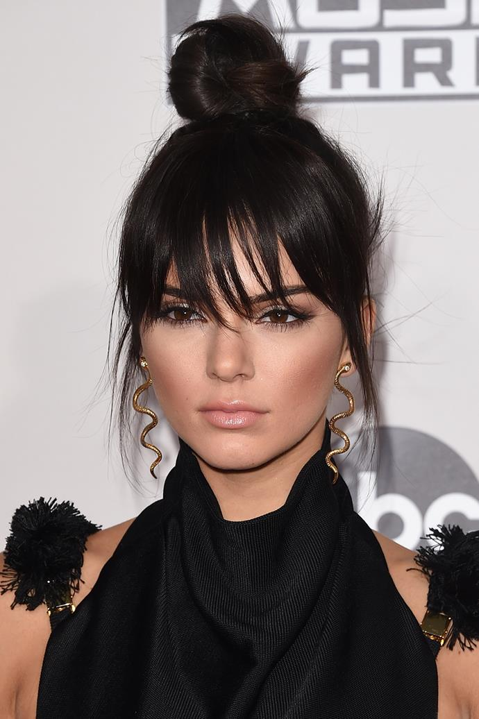 The height of contouring-mania, Kendall went for a cheekbone chiselling look and a dramatic smokey eye at the 2015 American Music Awards.