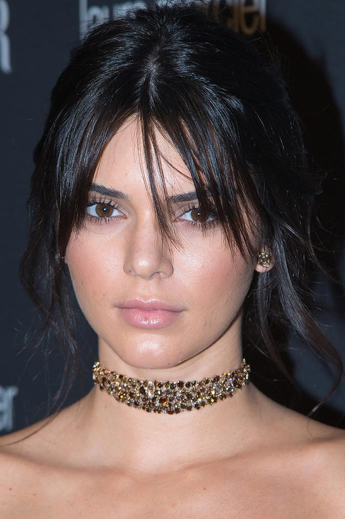 Kendall begins to experiment with the staple 'off duty model look', featuring pared back makeup with a minimalist feel while attending the Harper's BAZAAR party in 2016.