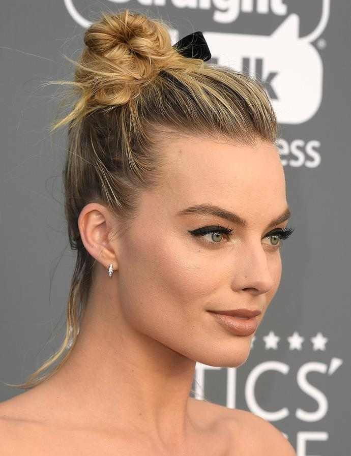 In a messy top knot with a velvet ribbon. <br><br> Margot pictured at the Critics' Choice Awards in January 2018.