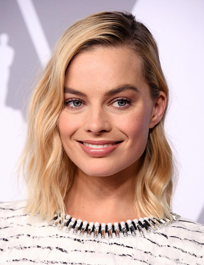 Loose waves with a side part. <br><br> Margot pictured at the 90th Annual Academy Awards Nominee Luncheon in February 2018.