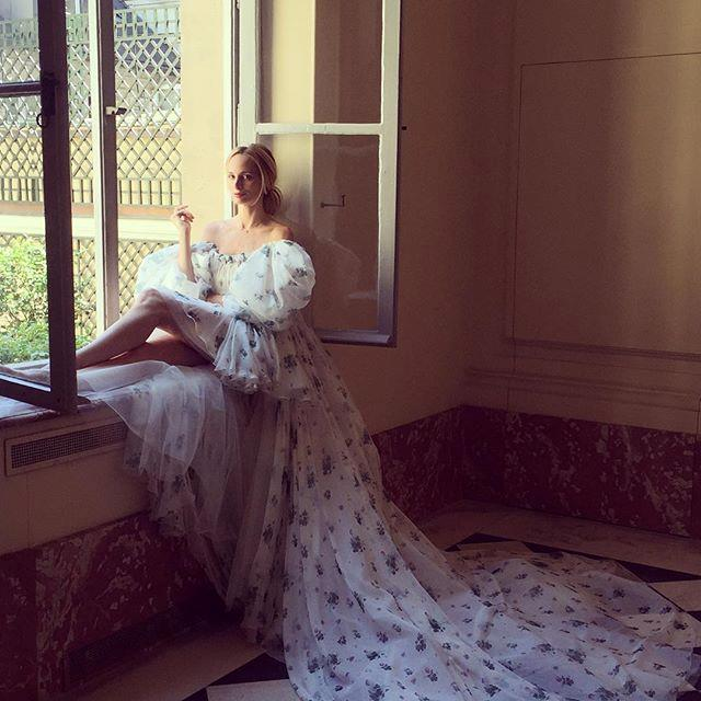 "<p><strong>[*@thelsd*](https://www.instagram.com/thelsd/|target=""_blank"")</strong></p> <br><p> Co-Founder of Moda Operandi and purveyor of everything good taste, Lauren Santo Domingo's lavish life is what fashion dreams are truly made of. </p>"