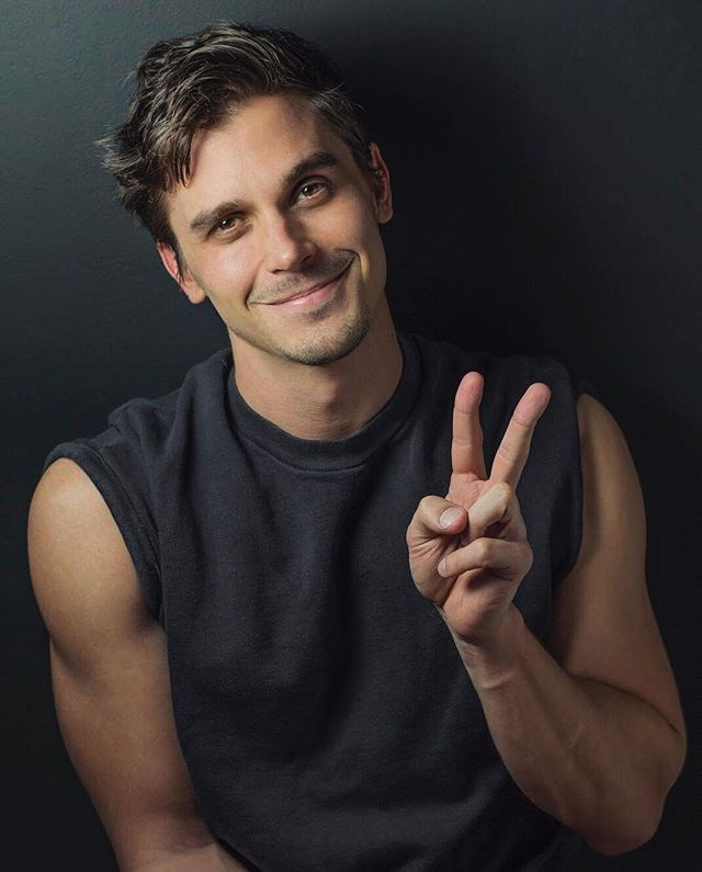 """He lives in the same NYC neighbourhood as Ted Allen, the original food and wine expert from *Queer Eye For the Straight Guy*. <br><br> Image: [@antoni](https://www.instagram.com/p/BgyzD-FlGTI/?taken-by=antoni
