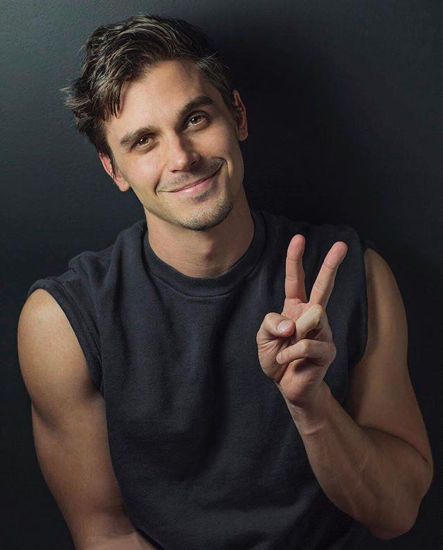 "He lives in the same NYC neighbourhood as Ted Allen, the original food and wine expert from *Queer Eye For the Straight Guy*. <br><br> Image: [@antoni](https://www.instagram.com/p/BgyzD-FlGTI/?taken-by=antoni|target=""_blank"")"
