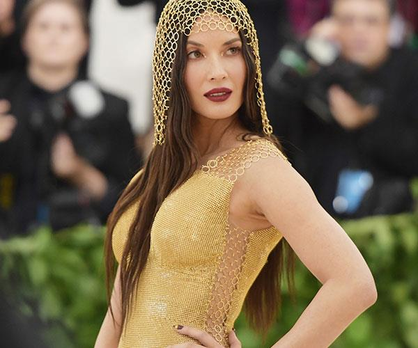 **Olivia Munn** <br> Munn's makeup was a stunning combination of gold and bronze, topped off with a dash of red lipstick.