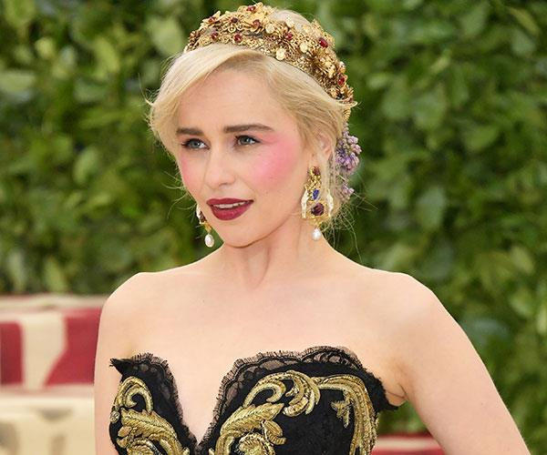 """**Emilia Clarke** <br> Clarke combined red lipstick and pink blush like a pro, proving that the [pink and red trend](https://www.elle.com.au/fashion/pink-maroon-colour-trend-1-15278