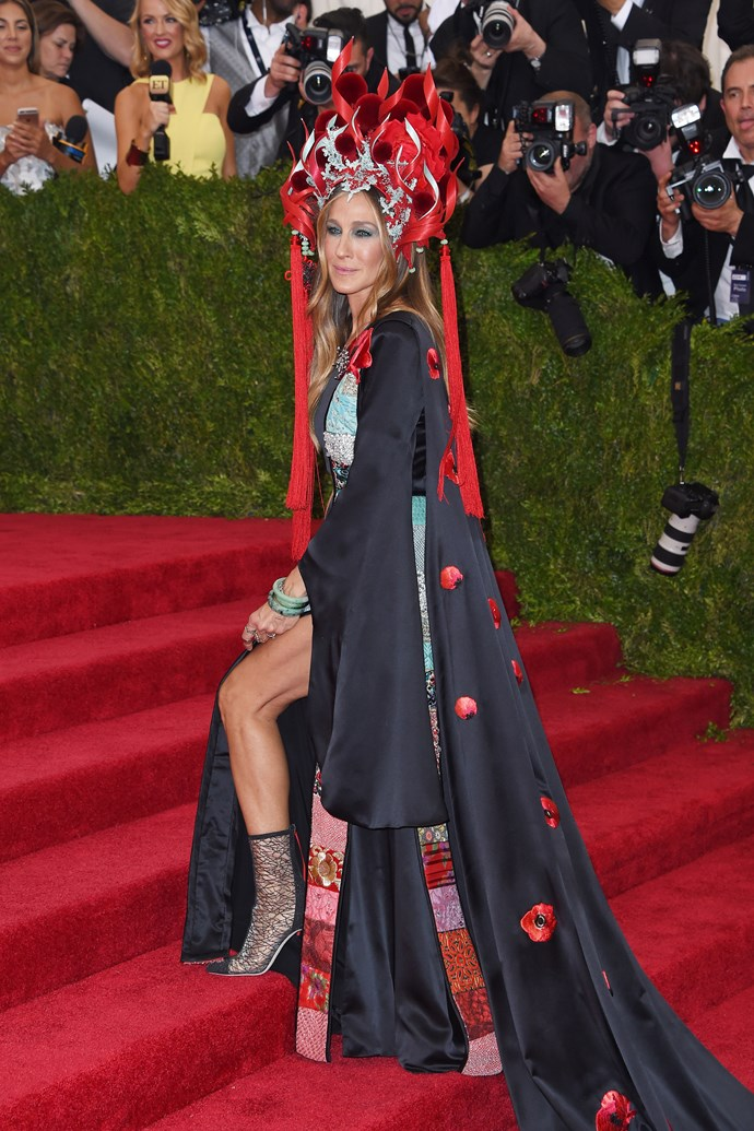 **2015: SARAH JESSICA PARKER in H&M and Philip Treacy** <br><br> While many are quick to hail Rihanna as the queen of the Met, Sarah Jessica Parker also has a history of doing the absolute *most* at the annual gala.  <br><br> But, at 2015's 'China: Through The Looking Glass' ball, SJP's custom H&M gown and Philip Treacy headpiece were all kinds of *Mulan* extravaganza, and spawned a plethora of memes—but like, if your Met look wasn't meme-worthy, did you even go?