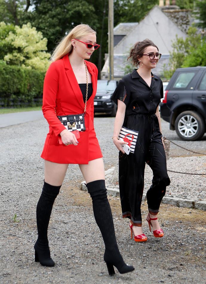 Sophie Turner (Sansa Stark) and Maisie Williams (Arya Stark).