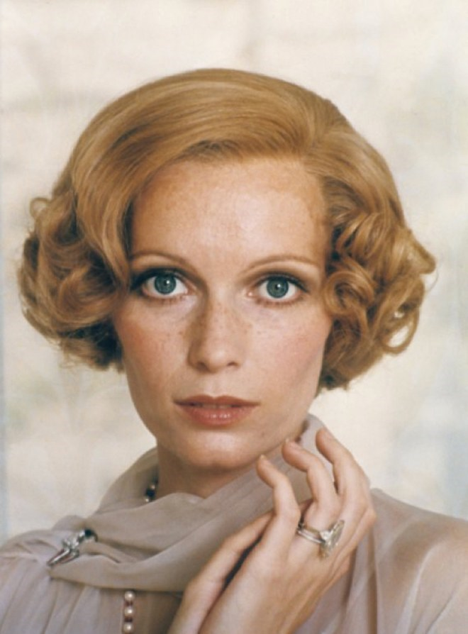 Mia Farrow, fiancée of Frank Sinatra, also rocked a substantial rock with a classic band.