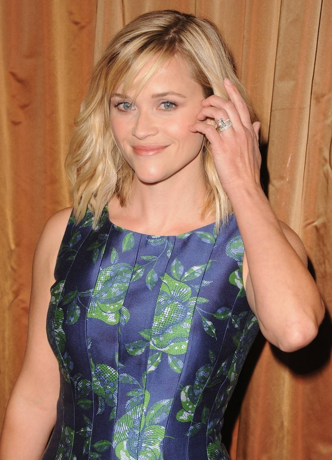 Reese Witherspoon's silver banded diamond ring reminds us of Baldwin's simple stone.