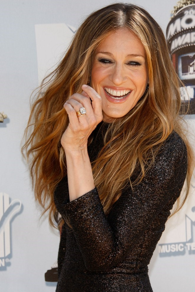 Sarah Jessica Parker's engagement ring is a slightly more square version of Baldwin's bling.