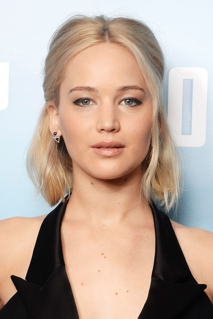 Jennifer's half-up half-down platinum blonde bob is complemented with winged eyeliner and a nude complexion at the premier of *Joy* in 2015.